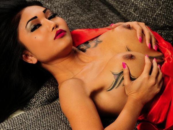 Asia Cam Schlampe mit Tattoos