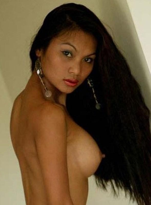 Sexy Asia Girl mit geilen Titten